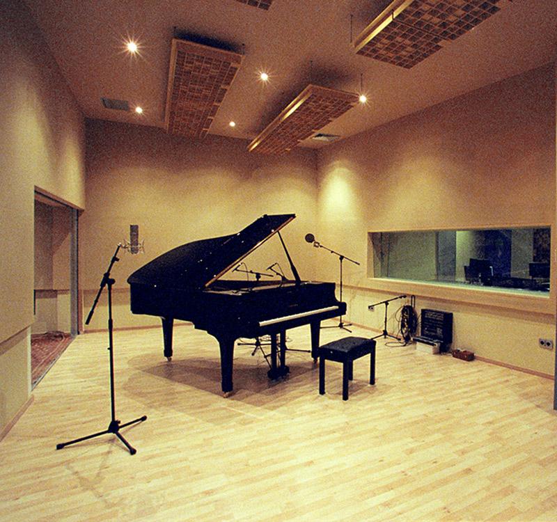 bg_studio_1.jpg